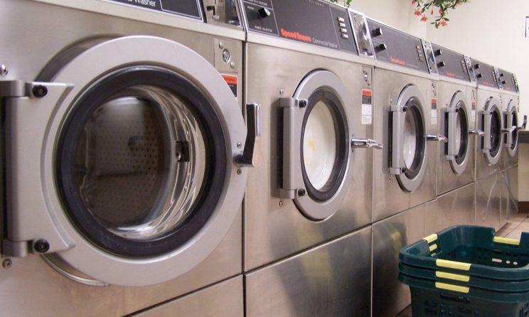 Perbedaan Mesin Cuci Laundry dengan Mesin Rumahan